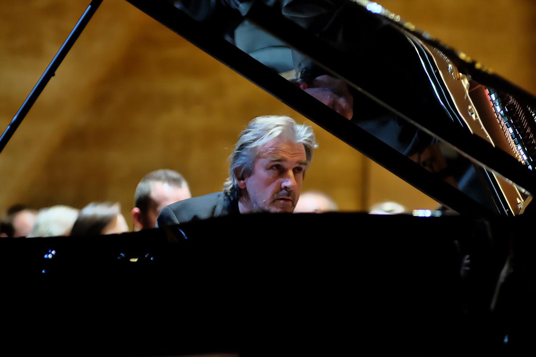 Szczecin 09.10.2015 filharmonia Szczecińska Pianoforte Barry Douglas gra Brahmsa Fot. Dariusz Gorajski
