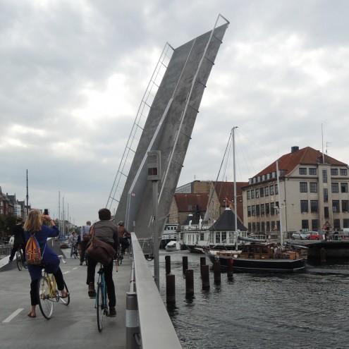 Rowerowy most zwodzony.