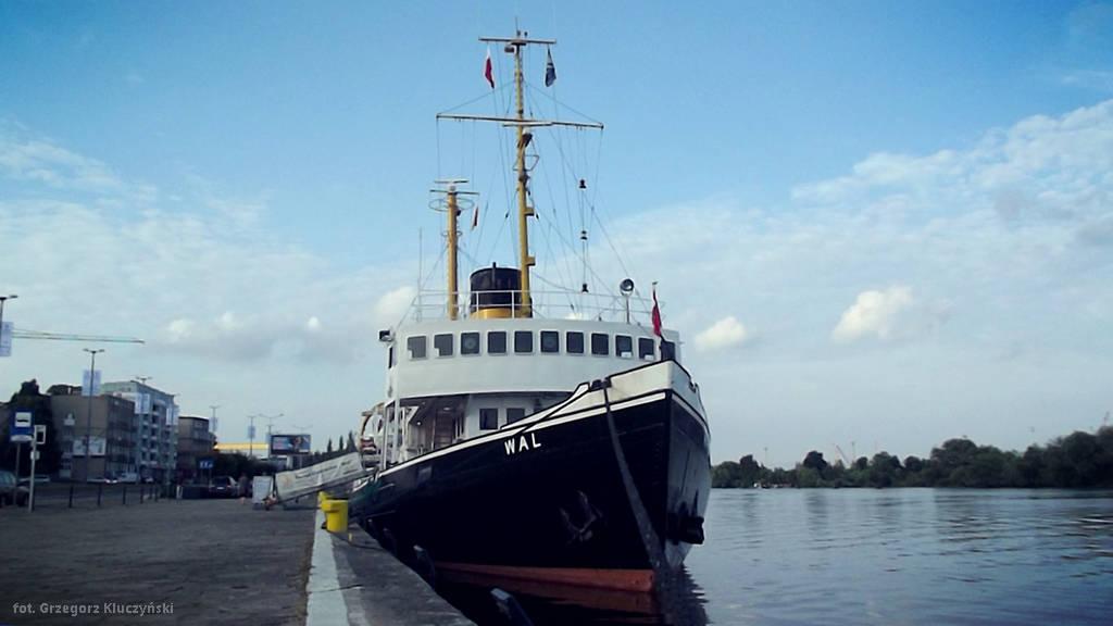Zabytkowy lodołamacz przypłynął do Szczecina